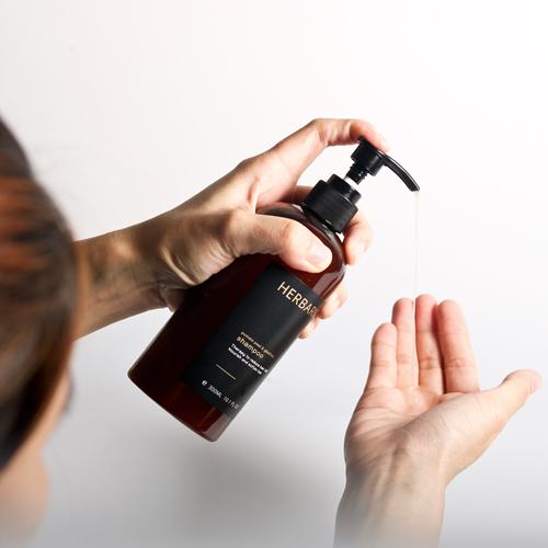 Rụng tóc nhiều và tóc hay bị hư tổn là thiếu chất gì?